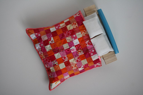 Dollhouse quilt_bed
